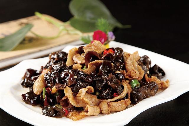 徐州新东方教您做菜:木耳炒肉