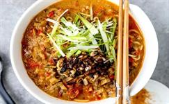 每日食谱|红油香菇面,热腾腾吃完让你倍儿满