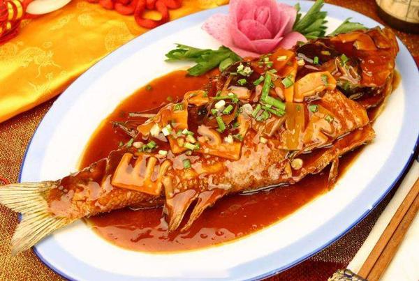 每日食谱||红烧鲤鱼的做法