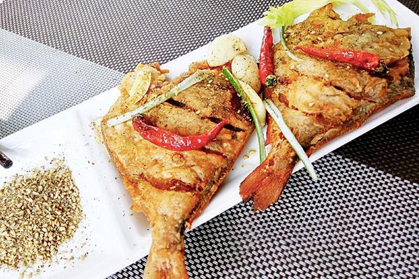 每日食谱||椒盐鲳鱼的做法