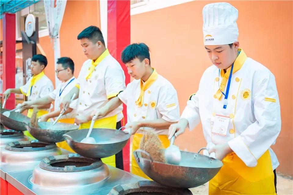 学厨优势,开启人生新篇章!