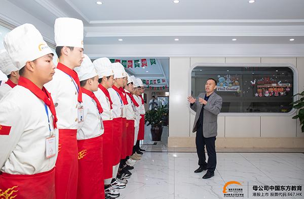 初中生可以学厨师吗?初中生学厨师难吗?