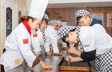 来徐州新东方学西点烘焙,轻松实现高薪就业