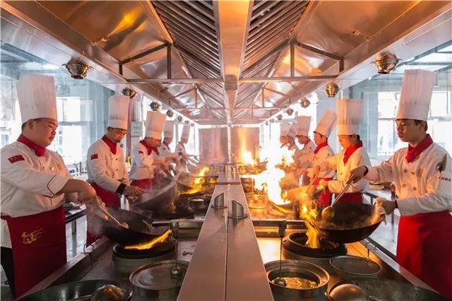 想学厨师,但是有点担心厨师的工作环境……