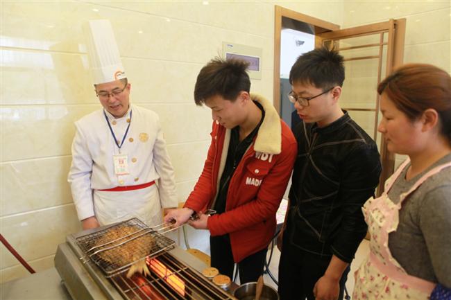 返乡创业学厨师,徐州新东方让幸福蔓延