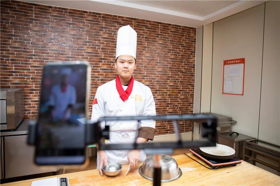 看直播课堂,手把手教你做——香菇猪肉水饺