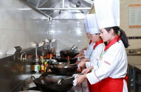 【专业介绍】徐州新东方烹饪学校两年制大厨