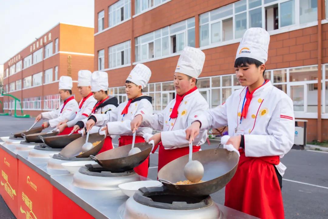 中考后,就来徐州新东方实现你的青春烹饪梦想