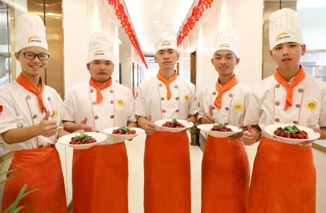 转学好礼相送,来徐州新东方烹饪学校的八大理