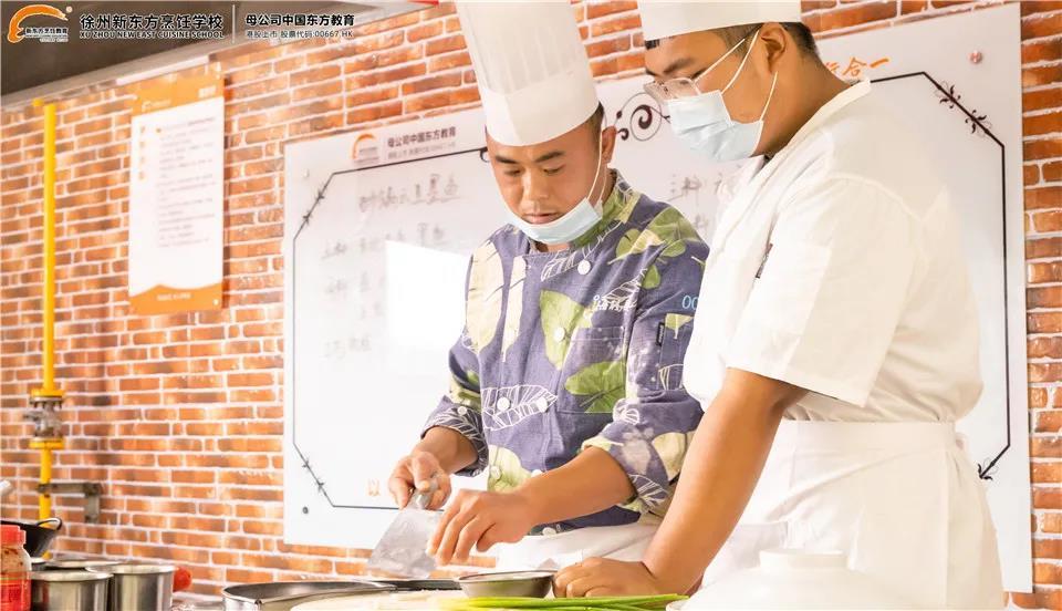 大师进校园——徐州九品海码头酒店厨师长朱